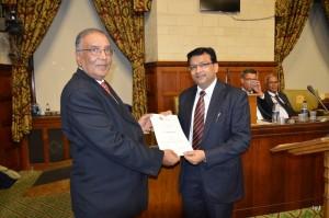 Mr Sudhir Lodha Receiving the Certificate
